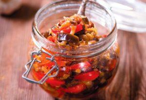 Recepty na konzervovanie ratatouille v nádobách na zimu