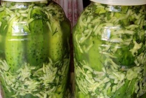 uborka saját gyümölcslében egy 2 literes üvegedénybe