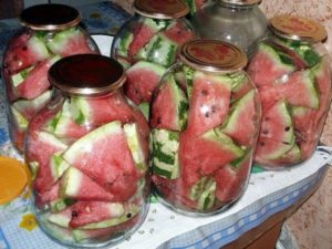 Finom azonnali receptek a tégelen pácolt görögdinnye üvegekbe