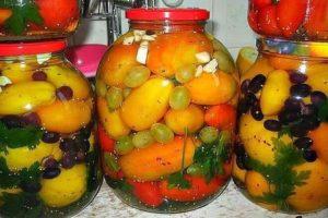 Ízletes receptek a paradicsom konzervítéséhez szőlővel télen