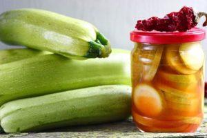 Las mejores recetas para preparar calabacín para el invierno con salsa de tomate de chile