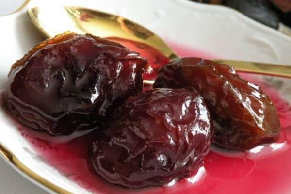 prune acoperite cu zahăr