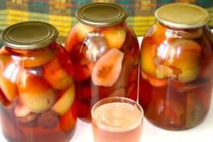 O rețetă simplă pentru compot de mere și pere pentru iarnă