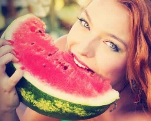 görögdinnye és a lány