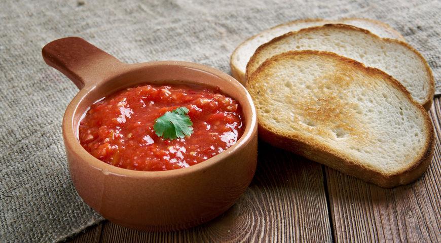 adjika a chlieb