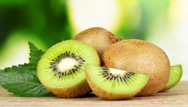 Kiwi (gyümölcs): előnyei és károsak az emberi egészségre..