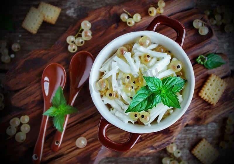 Ensalada de grosellas blancas y nabos