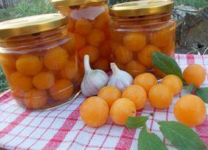 Una receta sencilla para conservar las ciruelas cereza, como las aceitunas para el invierno