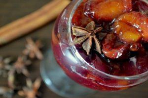 Vaiheittainen resepti persikkahilon ja luumujen valmistamiseksi talveksi