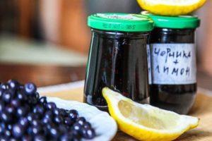 La mejor receta para hacer mermelada de arándanos con limón para el invierno