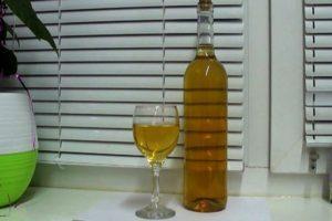 4 rețete ușoare pas cu pas pentru prepararea vinului de coacăz alb acasă